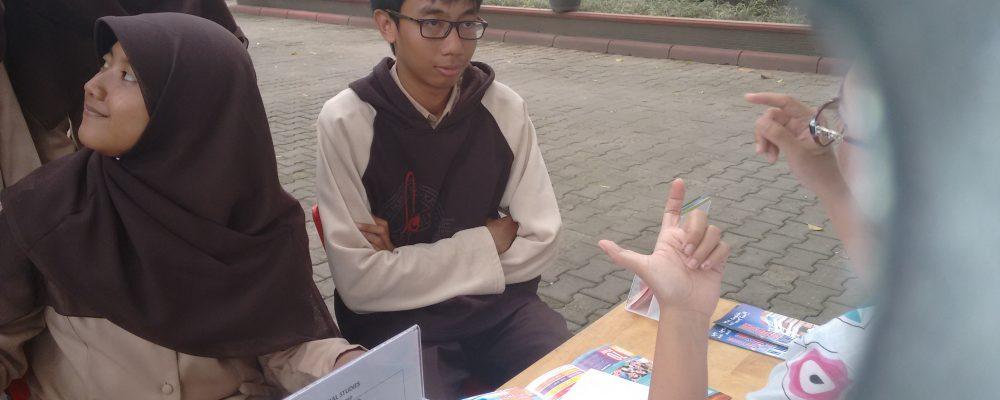 SMA N 3 Yogyakarta – Booth Dibawah Pohon Rindang