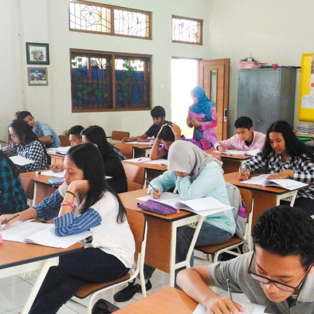 SMA Budi Mulia Dua – TOEFL Simulation